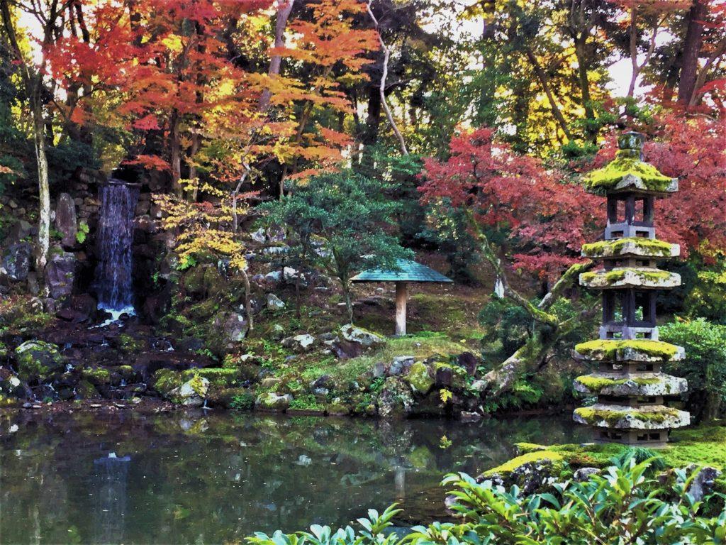 【紅葉】石川・金沢兼六園の見頃・混雑時間・駐車場やライトアップ2018について 2018瓢池