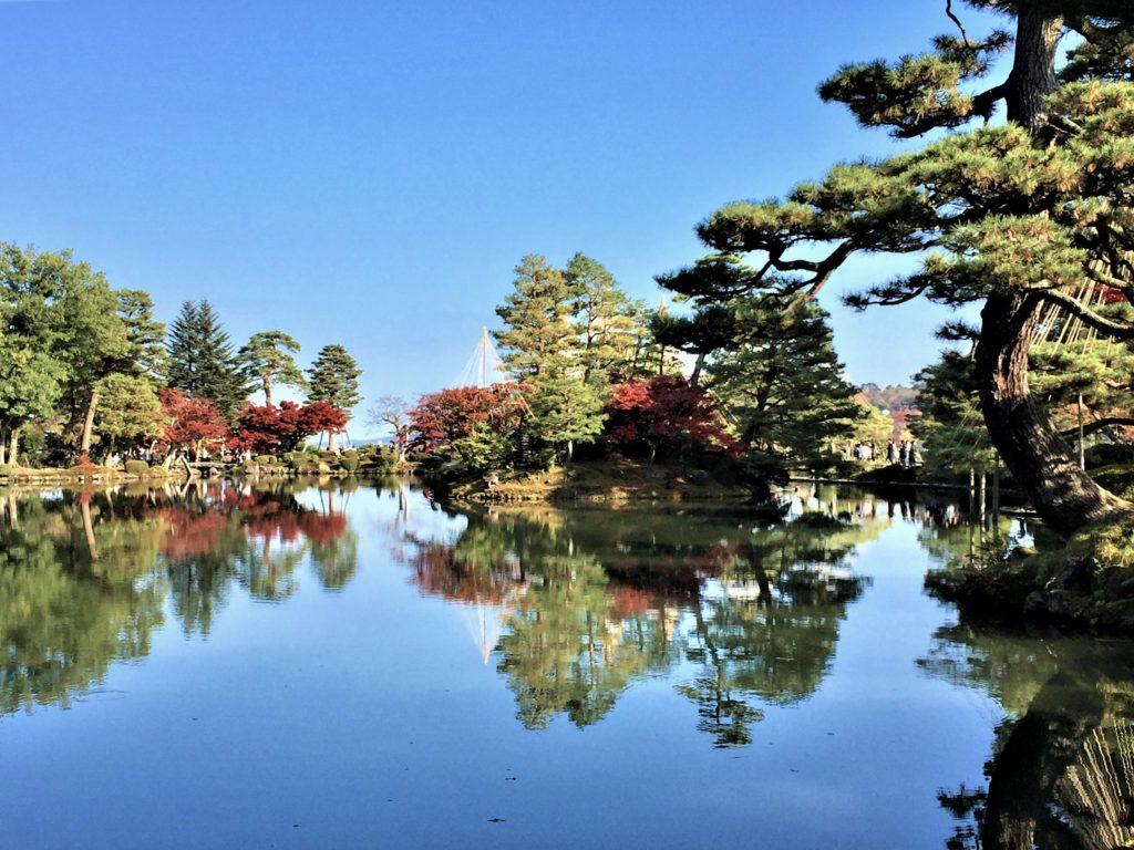【紅葉】石川・金沢兼六園の見頃・混雑時間・駐車場やライトアップ2019について 2019霞ヶ池と亀島