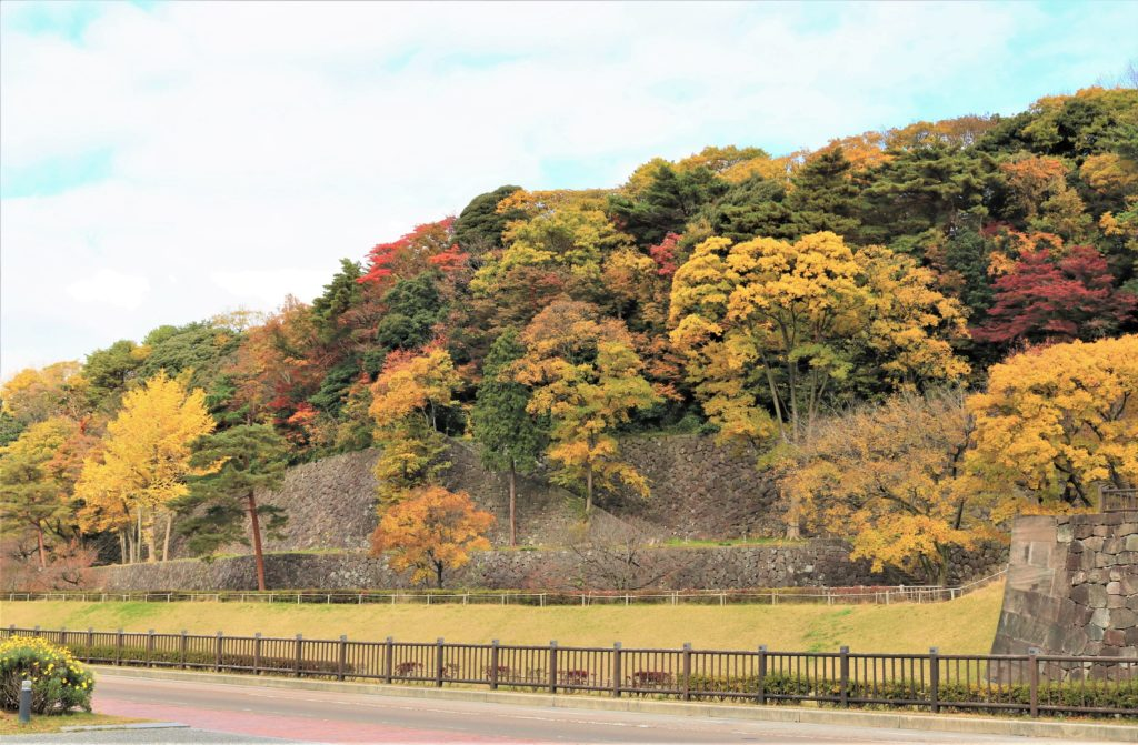 【紅葉】石川・金沢兼六園の見頃・混雑時間・駐車場やライトアップ2019について 金沢城公園いもり堀