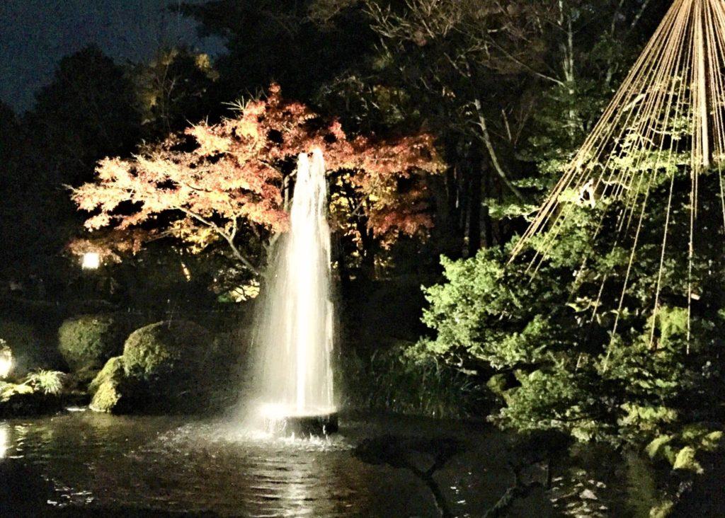 【紅葉】石川・金沢兼六園の見頃・混雑時間・駐車場やライトアップ2019について 日本最古の噴水 ライトアップ