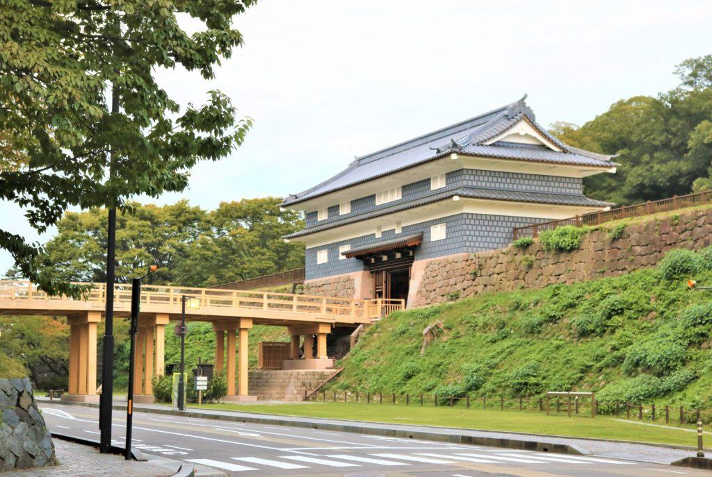 紅葉】石川・金沢兼六園の見頃・混雑時間・駐車場やライトアップ2020について 鼠多門と鼠多門橋