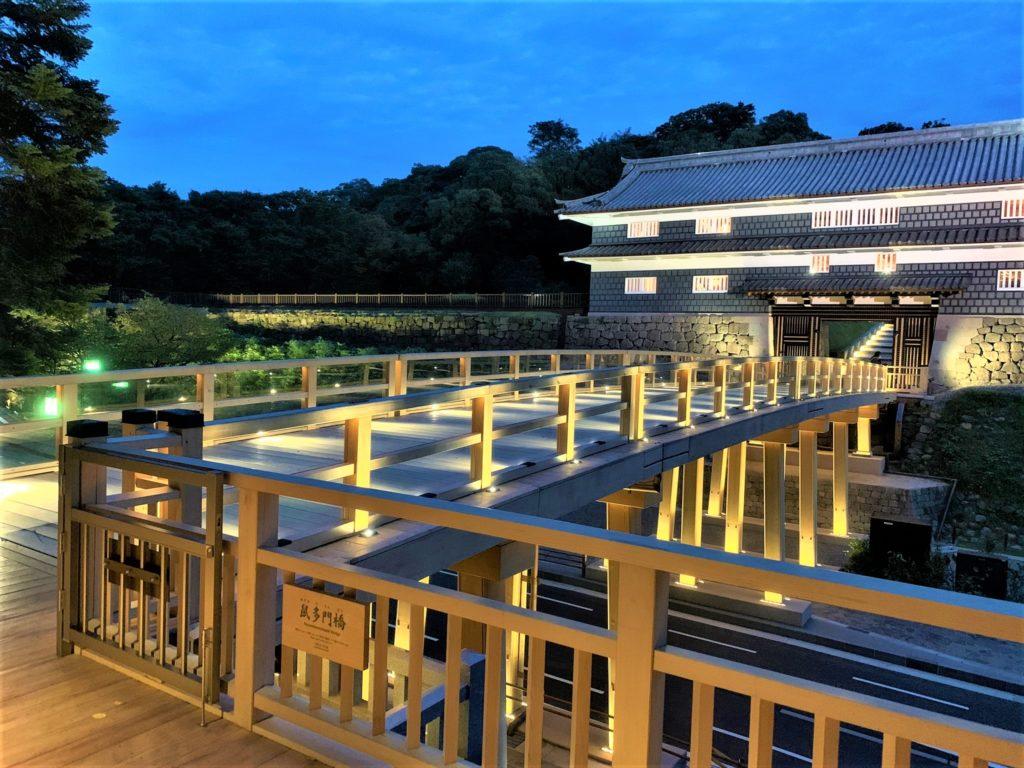 【紅葉】石川・金沢兼六園の見頃・混雑時間・駐車場やライトアップ2020について 鼠多門と鼠多門橋 ライトアップ