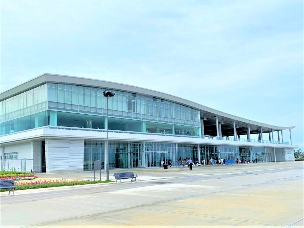 【紅葉】石川・金沢兼六園の見頃・混雑時間・駐車場やライトアップ2020について 金沢港クルーズターミナル外観
