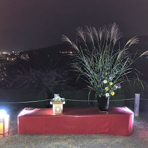 【紅葉】石川・金沢兼六園の見頃・混雑時間・駐車場やライトアップ2019について 中秋の名月観賞の夕べ 兼六園眺望台の観月飾り