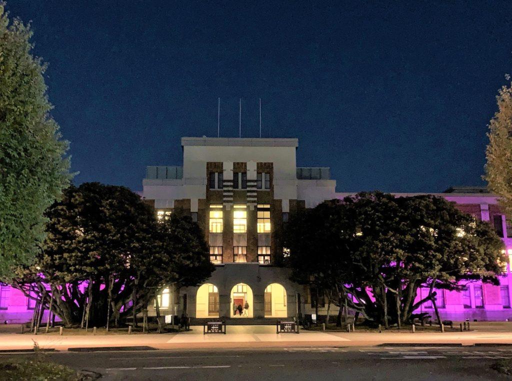 【紅葉】石川・金沢兼六園の見頃・混雑時間・駐車場やライトアップ2021について しいのき迎賓館(夜間)金沢市役所側