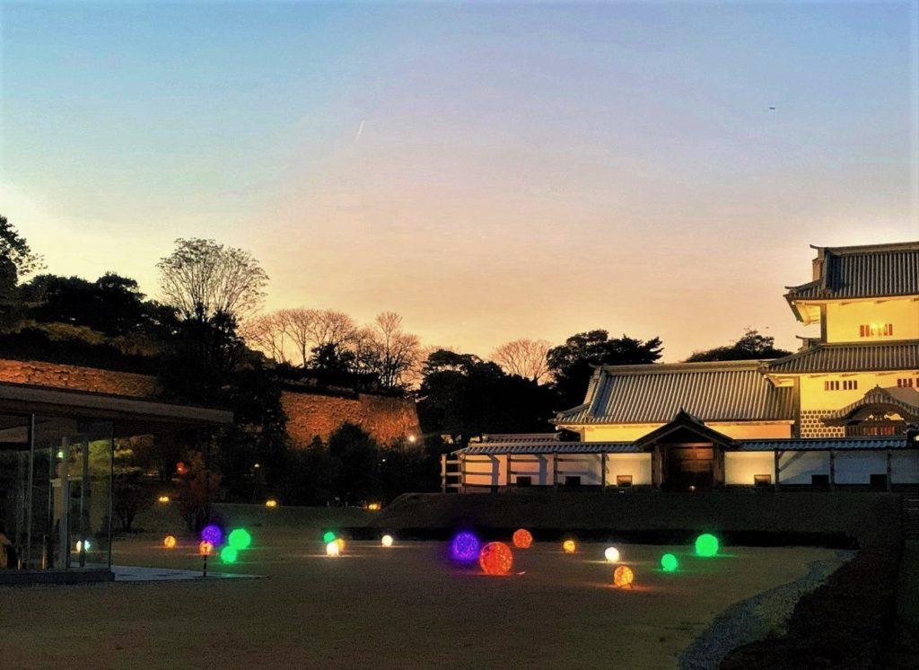 【紅葉】石川・金沢兼六園の見頃・混雑時間・駐車場やライトアップ2021について 金沢城 光のオブジェ01