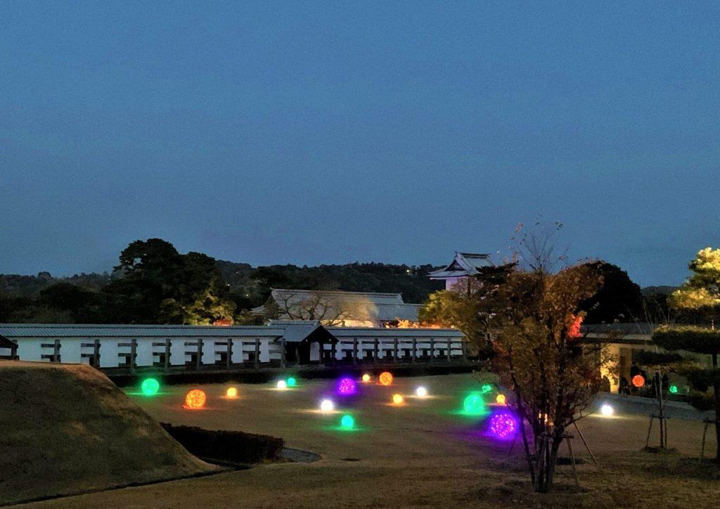 【紅葉】石川・金沢兼六園の見頃・混雑時間・駐車場やライトアップ2021について 金沢城 光のオブジェ02