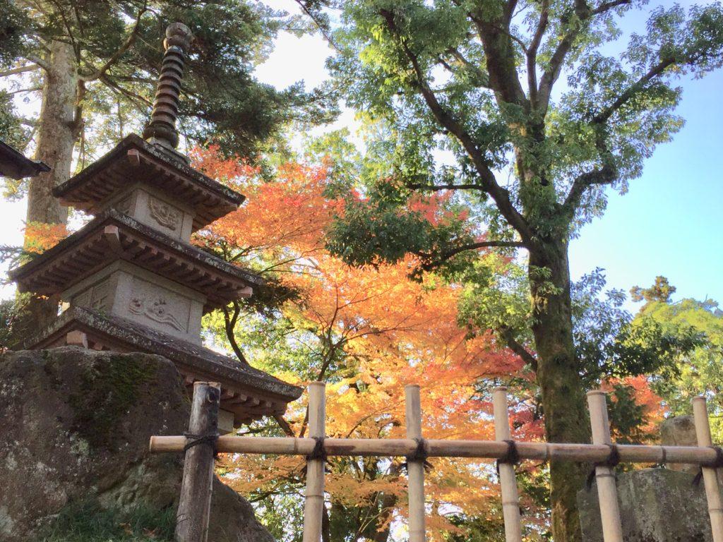 【紅葉】石川・金沢兼六園の見頃・混雑時間・駐車場やライトアップ2019について 栄螺山の山頂