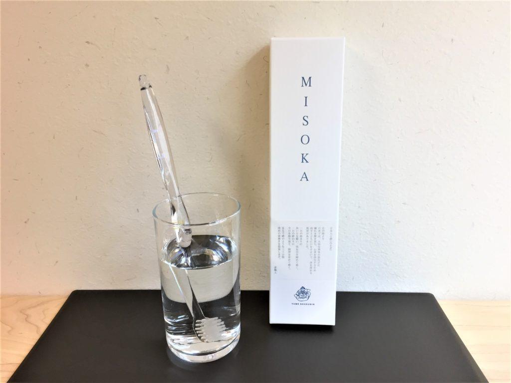 【口コミ】ミソカ(MISOKA)歯ブラシの使い方・種類・販売店舗について 歯ブラシをコップの水に漬けた写真 新