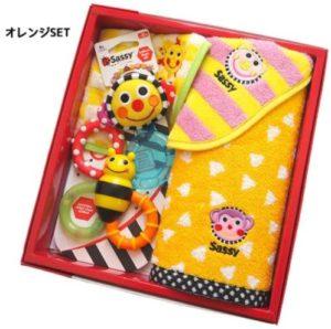 女の子の出産祝いプレゼント11選!実用的や育児に役立つ贈り物 タオルと知育玩具のセット