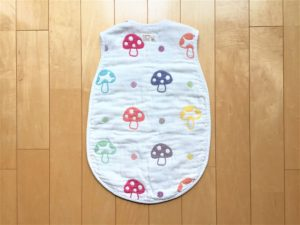 女の子の出産祝いプレゼント11選!実用的や育児に役立つ贈り物 スリーパー・後ろ