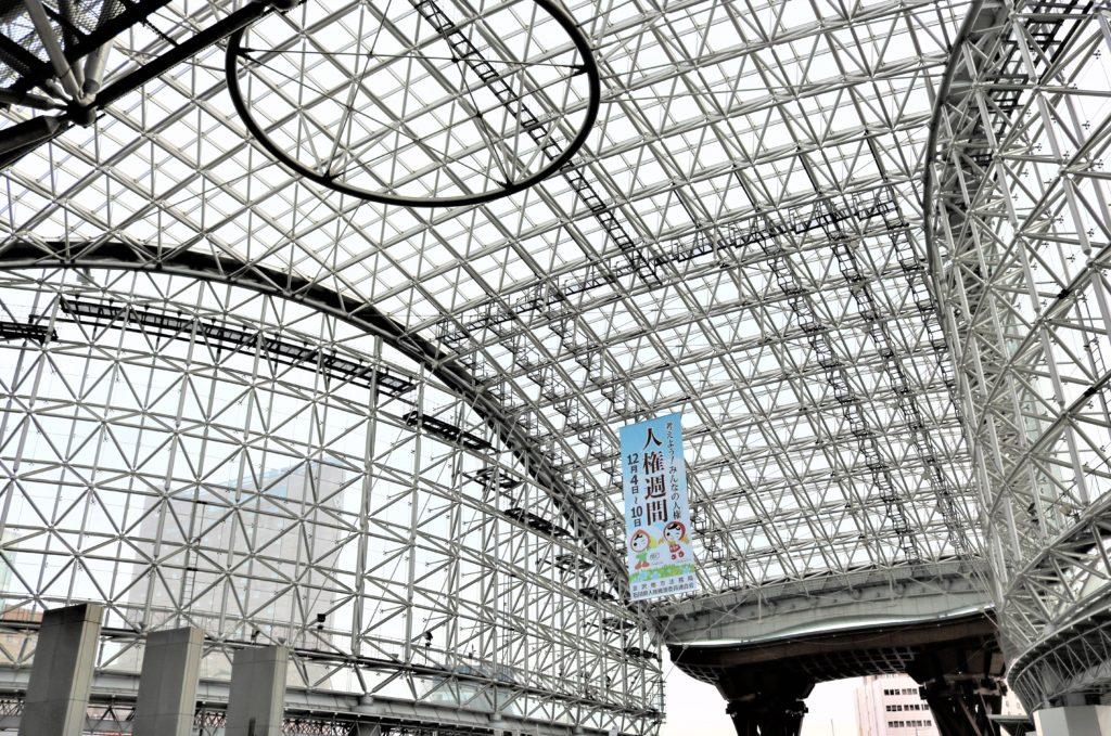 兼六園・金沢城公園など金沢観光には【バス】【自転車】がおすすめ! もてなしドーム 天井