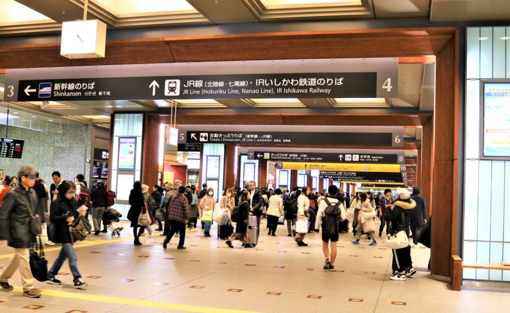 兼六園・金沢城公園など金沢観光には【バス】【自転車】がおすすめ! 金沢駅コンコース