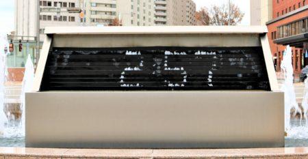兼六園・金沢城公園など金沢観光には【バス】【自転車】がおすすめ! 金沢駅 時計噴水01