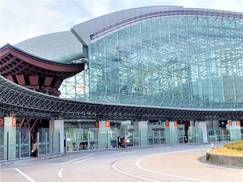 兼六園・金沢城公園など金沢観光には【バス】【自転車】がおすすめ! 金沢駅東口 バスターミナル