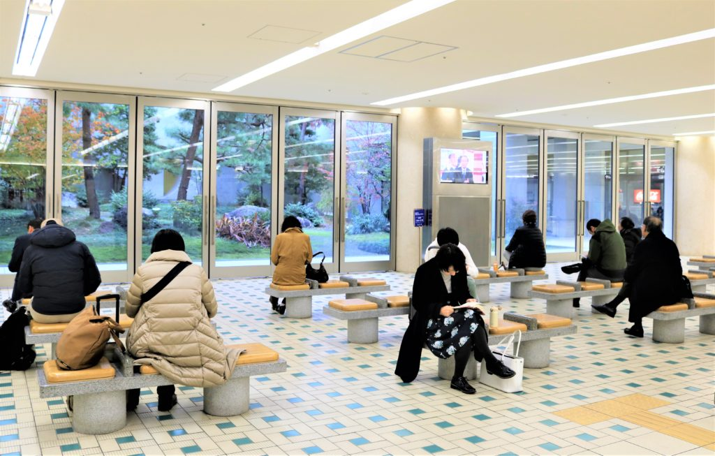 兼六園・金沢城公園など金沢観光には【バス】【自転車】がおすすめ! もてなしドーム 地下広場にある休憩所