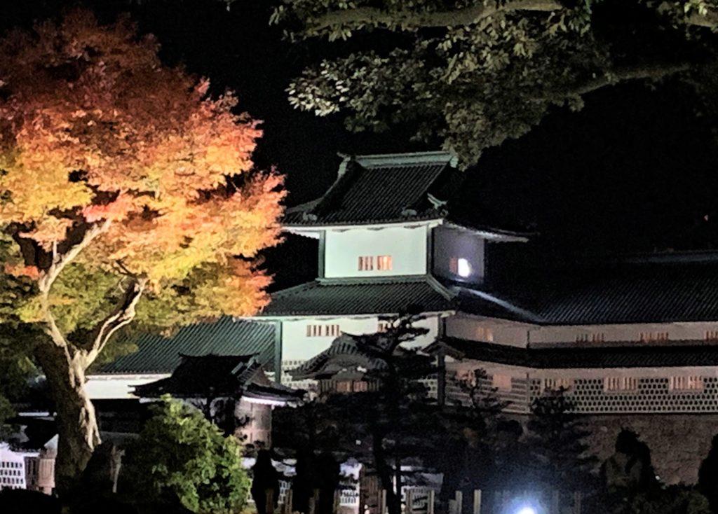 【紅葉】石川・金沢兼六園の見頃・混雑時間・駐車場やライトアップ2019について 金沢城公園の橋爪門続櫓と紅葉ライトアップ