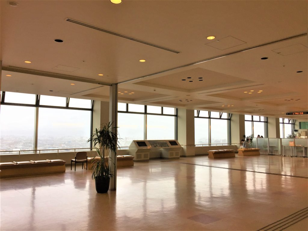 北國花火2019金沢大会の日程・時間・穴場スポットまでご紹介! 石川県庁19階展望ロビー内風景:右端に喫茶コーナーがあります