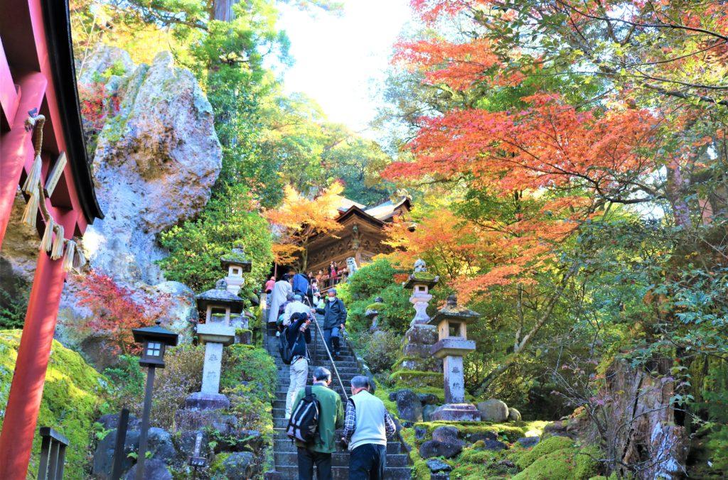 【紅葉】石川・金沢兼六園の見頃・混雑時間・駐車場やライトアップ2021について 那谷寺 大悲閣(本殿)への階段
